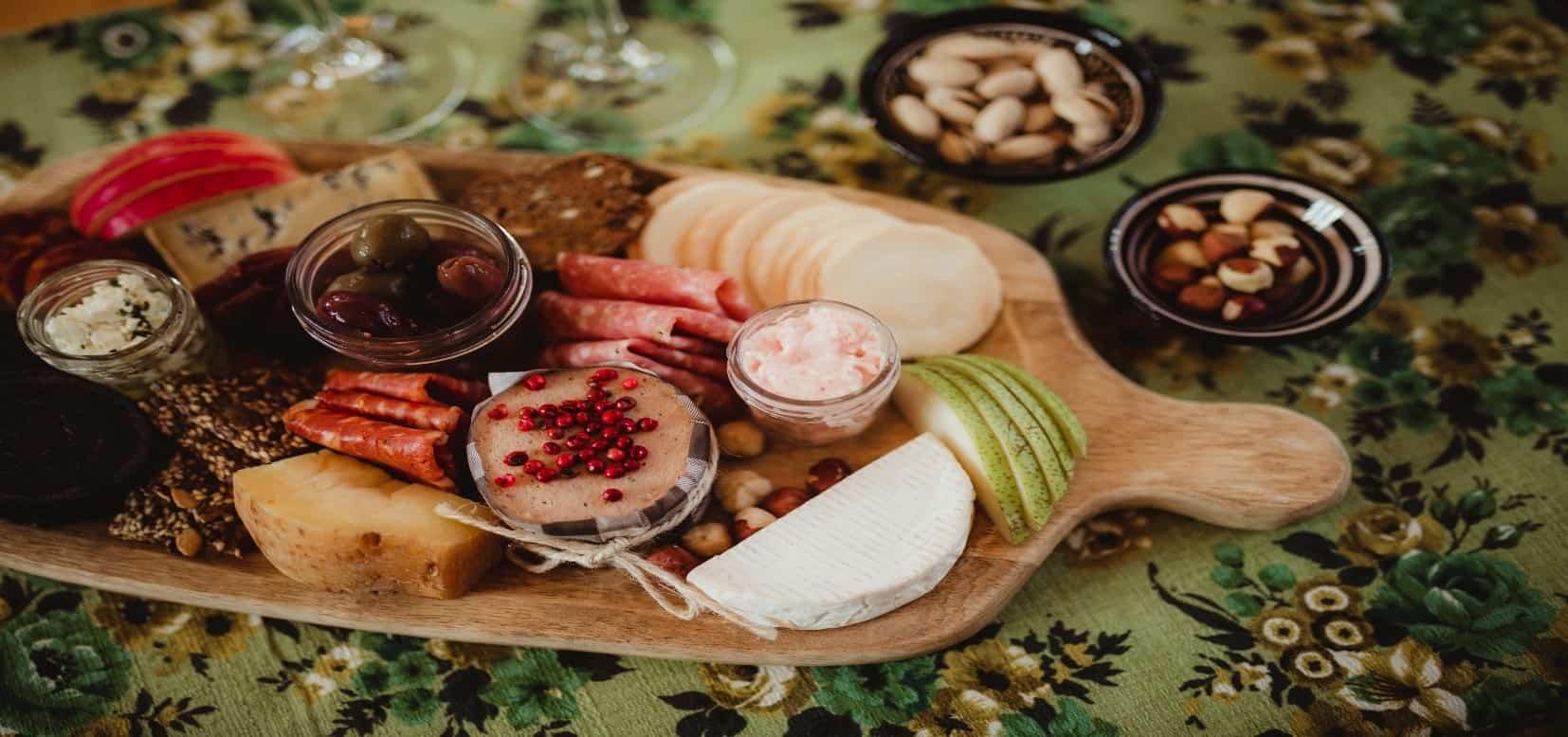 Luxury picnic table setting